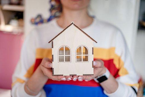 dům na ruce