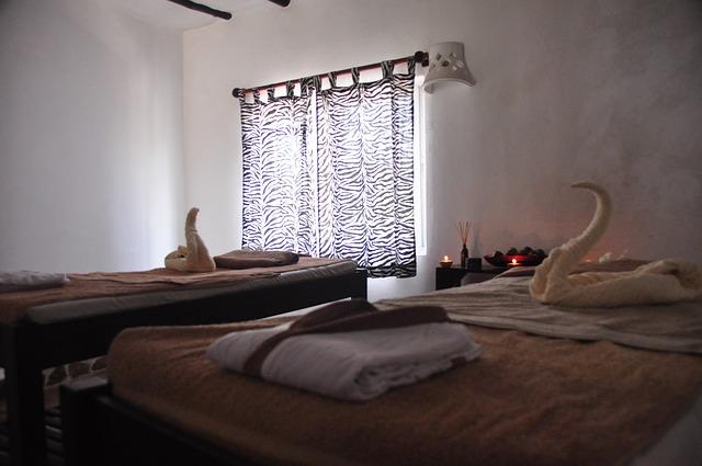 masážní pokoj, lehátka, ručníky