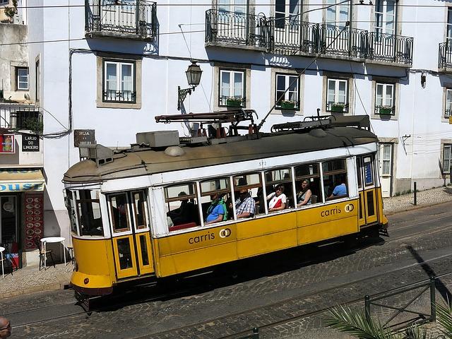 žlutá tramvaj