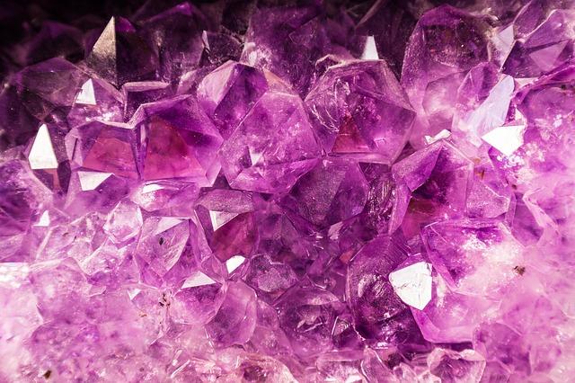 Krystaly ametistu