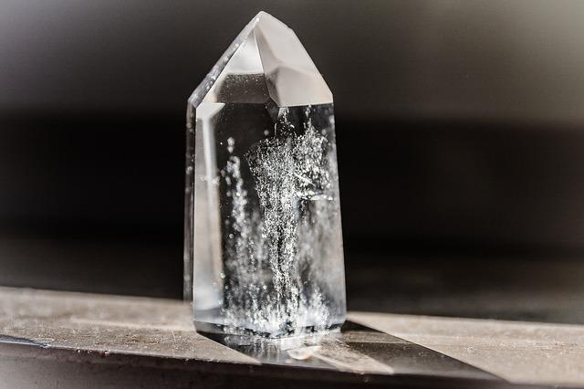 Kus krystalu